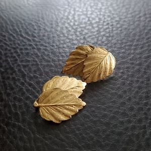 VTG Crown Trifari clip on earrings